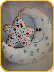 Moon and the Stars Pillow Free Pattern - Mond und die Sterne kissen kostenlose Musterung Love Sewing, Sewing For Kids, Baby Sewing, Felt Patterns, Sewing Patterns Free, Free Pattern, Pattern Sewing, Sewing Pillows, Diy Pillows