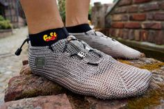 Chain-mail shoes for runners who like the feel of being barefoot but not the feel of stepping on broken glass and sharp stones Cheap Nike Shoes Online, Nike Shoes Outlet, Steel Shoes, Mode Shoes, Barefoot Shoes, Metallic Shoes, Cool Gear, Chain Mail, Running Shoes