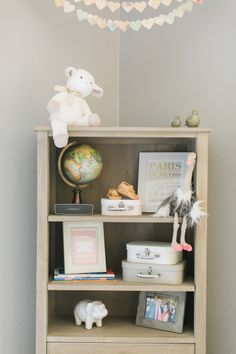 Kid's room: http://www.stylemepretty.com/living/2015/04/03/a-lovely-travel-themed-nursery/ | Photography: Jen Rodriguez - http://www.jen-rodriguez.com/