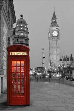 La bellissima Londra in bianco e nero con un pizzico di colore alla cabina telefonica UN CLASSICO