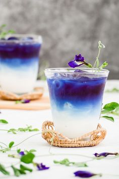 This butterfly pea milk is a great refresher for any hot summer day. It's good, it's healthy, and it's so easy to make. With only 2 ingredients, you can make this mesmerizing drink in just minutes! Tea Recipes, Cocktail Recipes, Cocktails, Cooking Recipes, Drink Recipes, Refreshing Drinks, Summer Drinks, Thai Milk Tea, Butterfly Pea Flower Tea