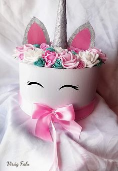 Happy Unicorn Box- Happy Unicorn Box Large cm diameter) foam box for Unicorn lovers! Diy Flower Boxes, Flower Box Gift, Diy Flowers, Unicorn Themed Birthday, Unicorn Party, Bouquet Box, Happy Unicorn, Exploding Box Card, Custom Balloons