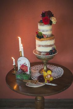 Naked Wedding Cake | Image by DoctibPhoto