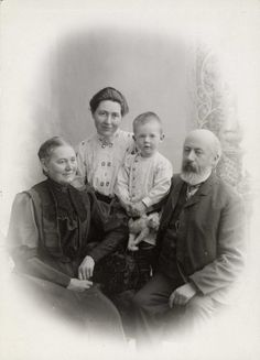Sandberg, Emilie (Milla), Olaf and Harald 1907