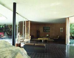 """Parte de Roca y Sala en Nivel Superior de Casa """"Das Canoas"""", Río de Janeiro, Brasil / Arq. Oscar Niemeyer."""