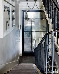The stairwell of this London townhouse features antiqued-mirror panels and a balustrade modified to a style. Architectural Digest, Copper Mirror, Antiqued Mirror, Mirror Mirror, Mirror Floor, Wall Mirrors, Mirror Ideas, 1940s Home, London Townhouse