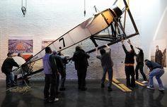 L'avion de Roland Garros est installé au Musée de la FFT avec le plus grand des soins.