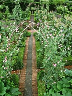 potager inspiration  // Great Gardens & Ideas //