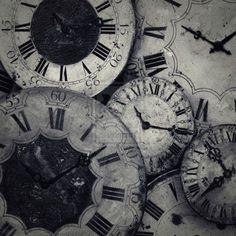 Vejo as horas Ta na hora de ir dormir Mas nao tenho pra onde ir Quem me dera poder sorrir -> pedro nabais