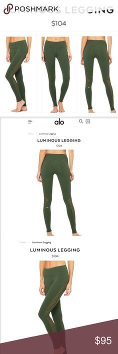79ba8bb6ce255f alo Yoga Luminous Legging Size Small Hunter Green Gradiated mesh pintucking  details set the Luminous Legging