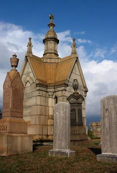 A Small Mausoleum And Tombstones At Historic Oakland Cemetery In Atlanta, Georgia