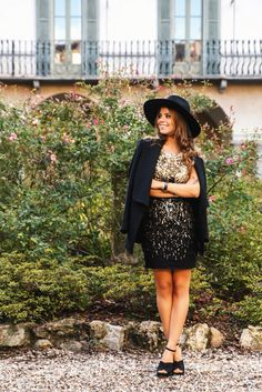 New year outfit inspo! Elisabetta Franchi look: black and gold dress and black blazer. Stradivarius heels