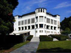 Villa Karma - http://www.wikiartis.com/media/images/work/adolf-loos/adolf-loos-villa-karma.jpg