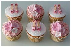 (This one's for you Alicia F.)   Gumpaste Shoe Cupcakes