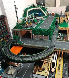 Lego City Train, Lego Trains, Lego Design, Lego Mecha, Lego Technic, Legos, Modele Lego, City Layout, Lego Display