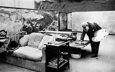 Claude Monet painting his 'Waterlilies' in Giverny, France. This painting,hung in the Chicago art museum, actually made me cry! Claude Monet, Jeff Koons, Monet Paintings, Impressionist Paintings, Famous Artists, Great Artists, Artist Monet, Ecole Art, Klimt