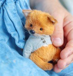 1,212 отметок «Нравится», 24 комментариев — TEᗪᗪY ᗷEᗩᖇᔕ &ᑕO (@netali_klim) в Instagram: «Вчера стартовал 2-й этап онлайн курса. Начали шить вот такого маленького лисёнка. На фото он…» Doll Toys, Dolls, Tiny Teddies, Fuzzy Felt, House Mouse, Cute Teddy Bears, Handmade Toys, Needle Felting, Sheep