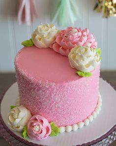 Love this sweet little sugar crunch cake Some new Simply Sweet cakes will be added to our Online gallery this week and we are so excited to debut them! Sweet Cakes, Cute Cakes, Pretty Cakes, Beautiful Cakes, Amazing Cakes, White Flower Cake Shoppe, Rodjendanske Torte, Crunch Cake, Spring Cake