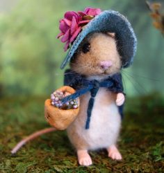 Eliza mouse and her woodland house Needle felted mouse &