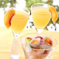 Ingredients Makes:1 drink Ice cubes 11⁄2 ounces lemon drop cocktail mixer, Stirrings® 11⁄2 ounces citrus flavored vodka, Smirnoff® 1 slice fresh peach Dir