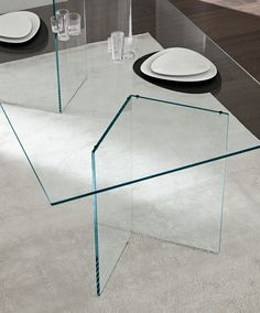 23 fascinating glass table images glass end tables glass tables rh pinterest com