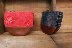 This beautiful Large size Kimono × Leather Wallet is made of Vintage Japanese Red Flower motif Kimono fabric ( 100% Silk ) and Beautiful Italian brown leather.