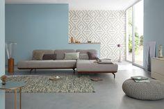 hülsta sofa hs.420 Sofa mit Rückenfunktion / Rampe aus Nussbaum / Stoff Jil in grau / Set: Eisblau mit Retrotapete / Foto: www.olafszczepaniak.de / made in Germany