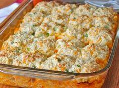 Receita de Frango carpenaro Ingredientes Recheio: 2 colheres (sopa) de manteiga 1 cebola média picada 1 xícara (chá) de salsão picado 1 xícara (chá) de cenoura picada 1 peito de frango cozido e desfiado 1/2 xícara (chá) de queijo mussarela em cubos 1/2 xícara (chá) de molho branco comprado pronto 1/2 xícara (chá) de queijo…