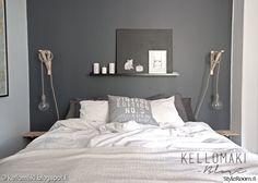 makuuhuone,parisänky,sänky,tauluhylly,seinävalaisin