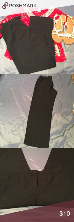 💜Size 6p black pin stripe dress pants Size 6p pin striped dress pants/ great for work or formal events | rise 11"