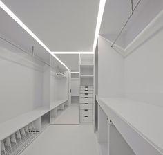 Appartement Junqueira / Aspa Arquitectos - dream all white walk-in wardrobe! Contemporary Architecture, Contemporary Interior, Interior Architecture, Interior And Exterior, Interior Design, Apartment Projects, Apartment Renovation, Built In Furniture, Furniture Design