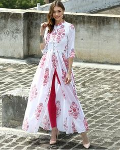 I'd prefer the slit a tiny bit lower, but, oh my! This is lovely! The Secret Label White Cotton Printed Front Slit Kurti Indian Dresses, Indian Outfits, Look Fashion, Indian Fashion, Muslim Fashion, Front Slit Kurti, Mode Batik, Indian Attire, Kurta Designs