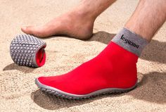 e Leguano barefoot shoe restores the full range of foot movement for wearers while offering a hard-wearing, slip-resistant soles that adapt around your every movement. Nike Wmns, Fashion Magazin, Aqua Shoes, Fashion Shoes, Mens Fashion, Minimalist Shoes, Moda Casual, Water Shoes, Fitness Workouts