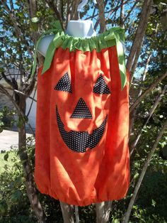 Pillowcase dress for Halloween! Schoenfeld Boeckmann you need to make this for Addison! so cute! Fall Pumpkins, Halloween Pumpkins, Fall Halloween, Halloween Costumes For Girls, Kid Stuff, Pillow Cases, Kids Outfits, Quilting, Craft Ideas