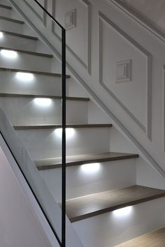 An ultra-modern staircase in light oak with LED lights installed under the treads to subtly illuminate the staircase. Entryway Stairs, House Staircase, Staircase Remodel, Staircase Design, Modern Staircase Railing, Railings, Staircase Contemporary, Modern Stairs, Home Design