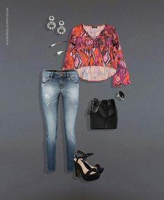 Look descomplicado e poderoso: bata de print exclusivo + calça jeans estonado + salto. Não tem erro, é sucesso na certa!!! 😍💙🔝 #Equusverão2017 #modelagemperfeita #lookoftheday #ootd #printexclusivo #moda #fashion #musthave #Essênciaboutique