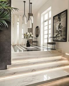 Kelly Hoppen is one of the most celebrated and sought-after interior designers in the world. Here we take a look at the Kelly Hoppen Look. Luxury Homes Interior, Luxury Home Decor, Cheap Home Decor, Home Interior Design, Interior And Exterior, Interior Livingroom, Top Interior Designers, Interior Modern, Foyer Design