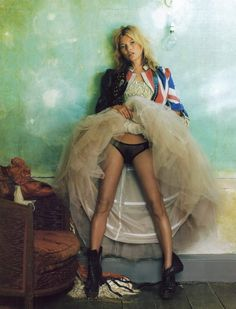 Kate Moss for U.K Vogue <3 Less English rose, more wildflower.