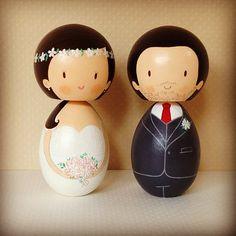 Noivinhos de Madeira! Renata e Edgard by Nanda Teixeira - #topodebolo #noivinhos #vintage #casamento #nandarte #nandateixeira | por nanda.casamento