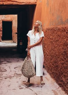 The Dharma Door Carly Bag combines our favourite jute macrame techniques with one of our other favourite things – the style of the 1970's. Roomy and full of our trademark handcrafted texture and natural raw materials, these bags are the perfect addition to your relaxed modern boho wardrobe. A bamboo ring handle adds comfort and true 70's style.