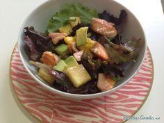 Aprende a preparar ensalada de salmón fresco con frutas con esta rica y fácil receta.  Como en otras ocasiones, os proponemos una ensalada templada, pero esta vez la...