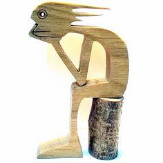 Höhe: 16 cm Breite: 10 cm Dicke: 2 cm Das verwendete Holz ist Eiche Das ist ein Kerl, der will etwas, den Bus, den Rücken, die Nachrichten, drehen, wir sind in der Tat nicht sicher verkauft und geliefert mit dem schönen kleinen Protokoll, das als Sitz dient