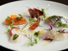 魚好きなら絶対行きたい! 10種類以上の魚介をコースで味わえる、海の幸たっぷりの隠れ家イタリアンを恵比寿で発見! カウンター越しに見える、シェフの手さばきも圧巻です。