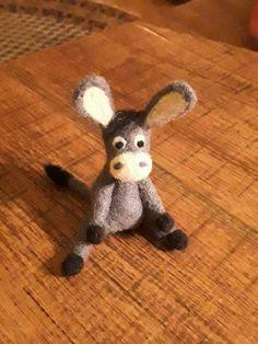 Felt donkey by Rita Dülsner