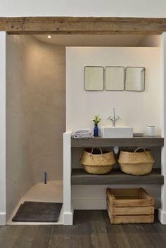 Découvrez ce fabuleux logement à Arles Bathroom Design Small, Bathroom Layout, Bathroom Interior Design, Bathroom Ideas, Bathroom Inspiration, House Design, Home Decor, Arles, Kitchen Designs