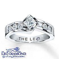14K White Gold 7/8 Carat t.w. Leo Diamond Ring