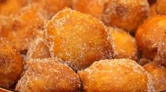 How to make Portuguese fried pumpkin dreams (sonhos de abobora). Oh my Jesus. Snack Recipes, Dessert Recipes, Cooking Recipes, Snacks, Gourmet Desserts, Plated Desserts, Portuguese Desserts, Portuguese Recipes, Portuguese Food