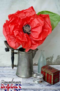 Make remembrance poppies. perfect for Remembrance/Veterans Day! (Also great for an OZ party theme. Remembrance Day Activities, Remembrance Day Art, Veterans Day Activities, Remembrance Flowers, Work Activities, Diy Flowers, Paper Flowers, Poppy Craft, School Displays