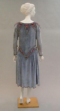 Robe de Style Paul Poiret  (French, Paris 1879–1944 Paris)   Date: 1925 Culture: French Medium: silk. Back