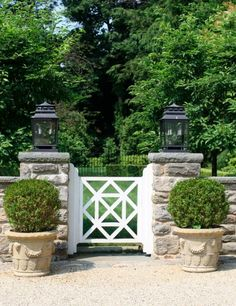 Your backyard will lose its prominence without a garden gate. Try these 39 gorgeous garden gate ideas below and make your own one. You will find these garden gates are not limited to creativity. Front Gates, Entrance Gates, Garden Entrance, Side Gates, Main Entrance, Garden Gates And Fencing, Fence Gate, Tor Design, Garden Structures